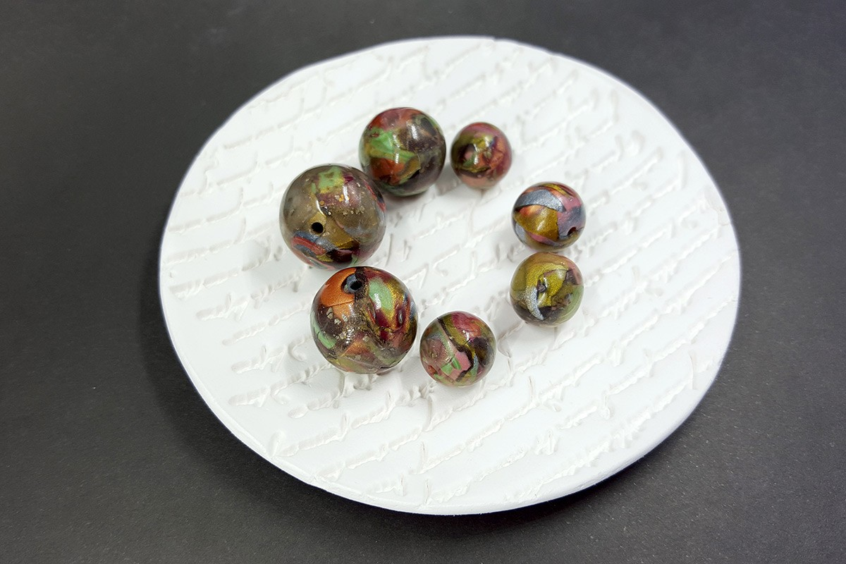 7 pcs Round Beads from Polymer Clay – Brown, Green, Silver