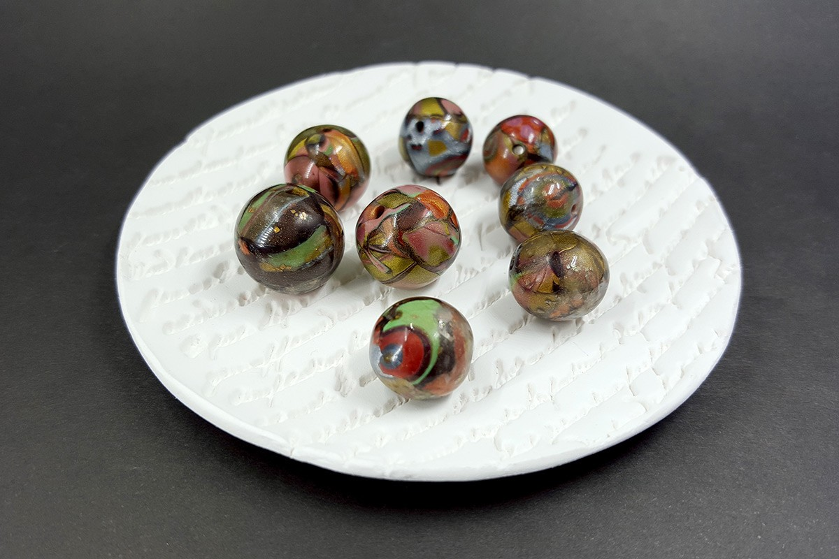 8 pcs Beads from Polymer Clay – Brown, Bronze, Red, Green