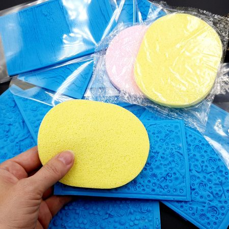2 Thin sponges for making good impressions from textures